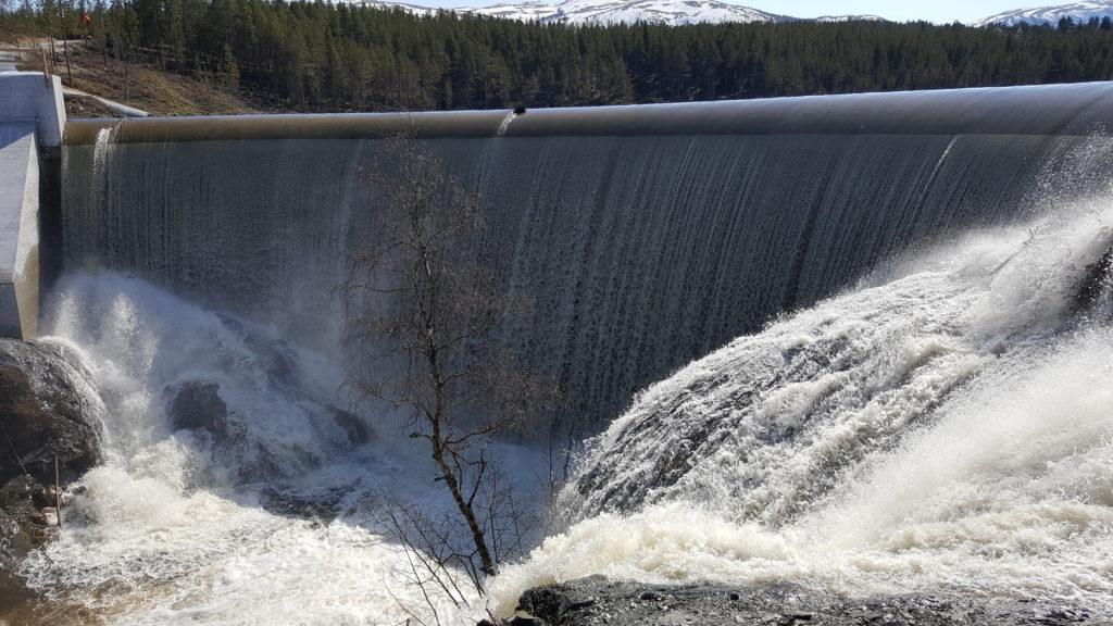 Sølna-Overløp-på-dammen-160508-1024x576