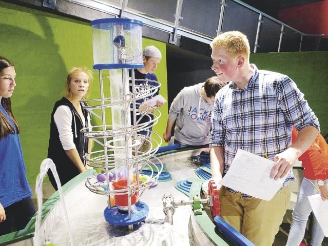 elever på ungdomsskolene opplever en energisk dag på Energisenteret